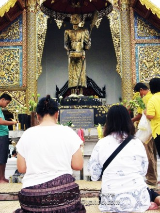 Many Thai people will visit a temple (Watt) during the Songkran period to make merit.